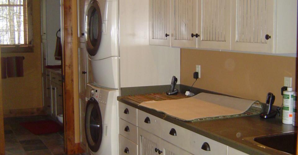 Laundry - Knotty Alder with Grey Glaze