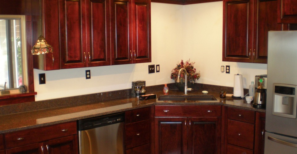 Burgundy kitchen cabinet paint that goes with cherry for Burgundy kitchen cabinets pictures