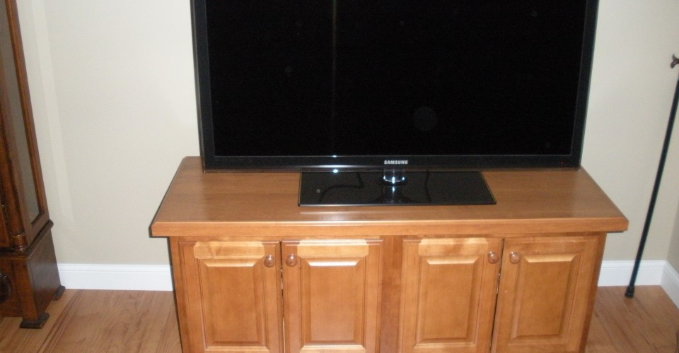 Fireplace Mantle - Maple TV