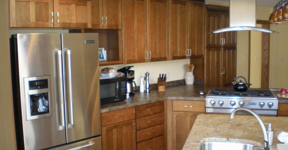 Kitchen - Maple Stained Onyx Trim